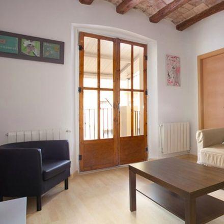 Rent this 3 bed apartment on Pizzeria Michelle in Carrer Nou de la Rambla, 3