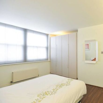 Rent this 2 bed apartment on 4 Charterhouse Square in London EC1M 6EE, United Kingdom