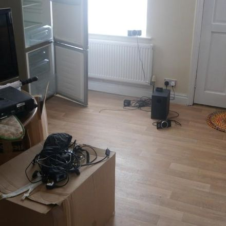 Rent this 3 bed house on Kelso Gardens in Leeds LS2 9PS, United Kingdom