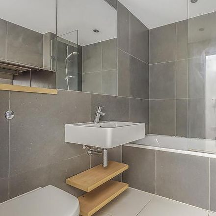 Rent this 3 bed apartment on Hayes and Harlington in Viveash Close, London UB3 4RY