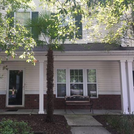 Rent this 3 bed townhouse on Summerville