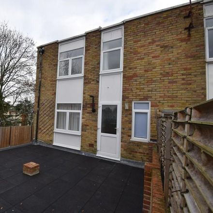 Rent this 3 bed apartment on Po Wah in 5 London Road, Hart RG27 9HF