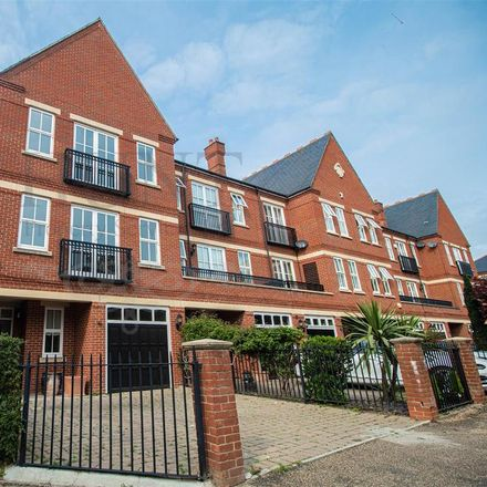 Rent this 4 bed house on Rosebury Square in London IG8 8GT, United Kingdom