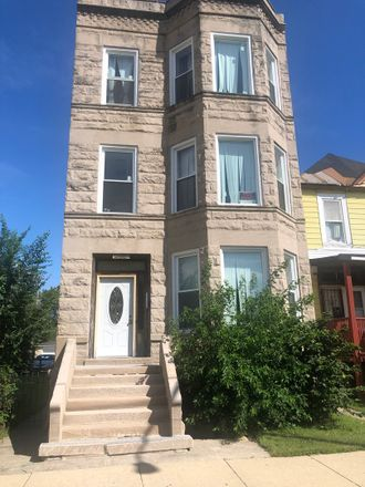 Rent this 9 bed duplex on East 67th Street in Chicago, IL 60619