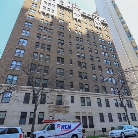 Rent this 1 bed condo on 6101 North Sheridan Road in Chicago, IL 60660