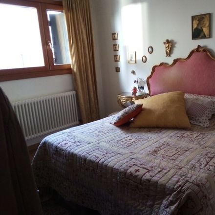 Rent this 2 bed room on Campo Junghans in 30133 Venezia VE, Italia