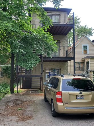 Rent this 3 bed townhouse on 7951 South Escanaba Avenue in Chicago, IL 60617