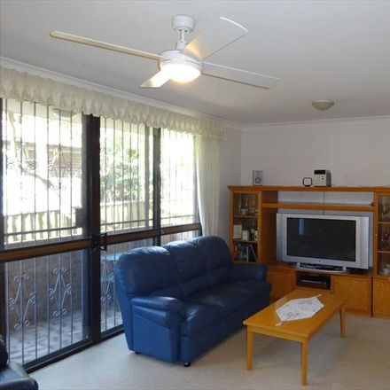Rent this 2 bed apartment on 2/40 Lamrock Avenue
