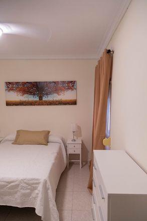 Rent this 3 bed room on Calle Hernando del Pulgar in 3, 41007 Sevilla