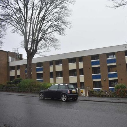 Rent this 2 bed apartment on Runnymede Flats in Runnymede, Swansea SA2 0QF