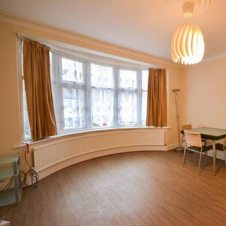 Rent this 3 bed house on 1 Hamilton Way in London N3 1AN, United Kingdom