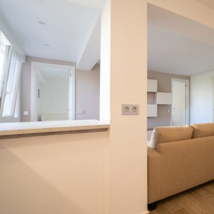 Rent this 2 bed apartment on Kanguro in Calle Torregrosa, 28001 Madrid