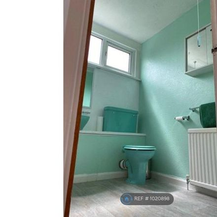 Rent this 3 bed house on Turnpike Drive in Luton, LU3 3RE