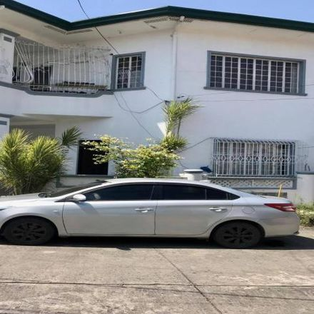 Rent this 4 bed house on BFRV Toda in BF Resort Drive, Las Piñas