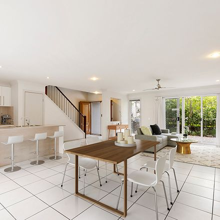 Rent this 3 bed townhouse on 84/80 McIntyre Street