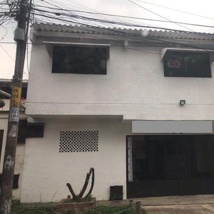 Rent this 12 bed apartment on Calle 3 in Comuna 19, Perímetro Urbano Santiago de Cali