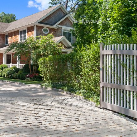 Rent this 4 bed townhouse on Edwards Hole Rd in East Hampton, NY