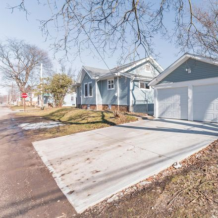 Rent this 3 bed house on 1515 Briarwood Avenue in Columbus, OH 43211