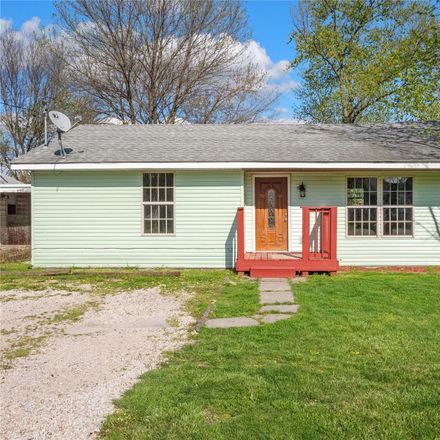 Rent this 3 bed house on Kahokian Memorial VFW Post 5691 in Union Avenue, Collinsville