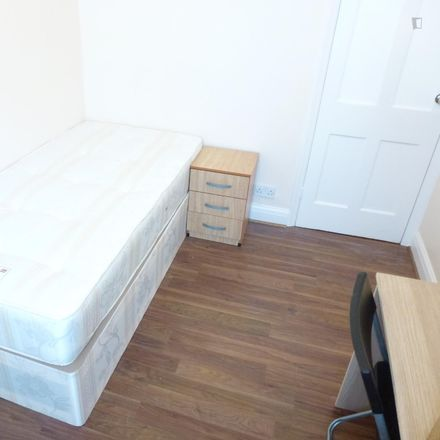 Rent this 6 bed room on Ilex Road in London NW10 9NT, United Kingdom