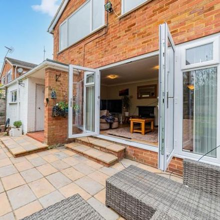 Rent this 3 bed house on Corwen Road in The Meadway, Reading RG30 4PB