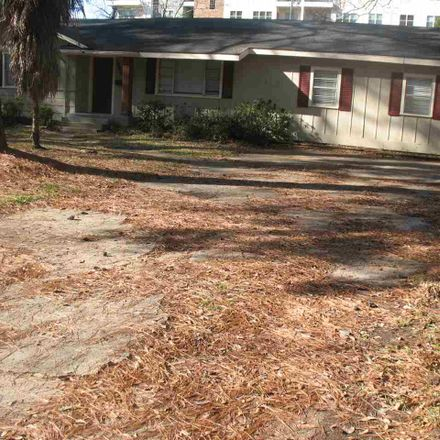 Rent this 3 bed house on 3949 Berkley Drive in Jackson, MS 39211