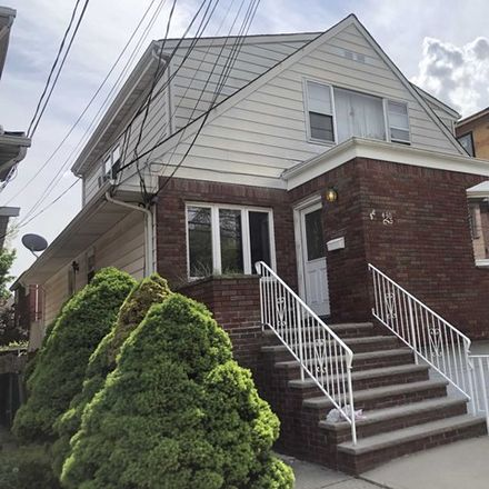Rent this 3 bed apartment on 430 Lafayette Avenue in Cliffside Park, NJ 07010