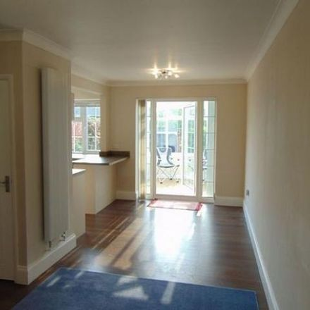 Rent this 3 bed house on 8 Epsom Court in Reading RG1 6LW, United Kingdom