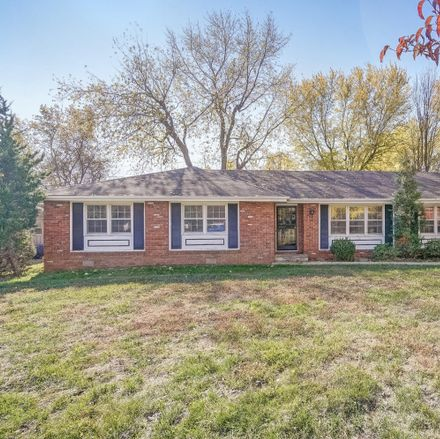 Rent this 3 bed house on 1308 East Walnut Lawn Street in Springfield, MO 65804