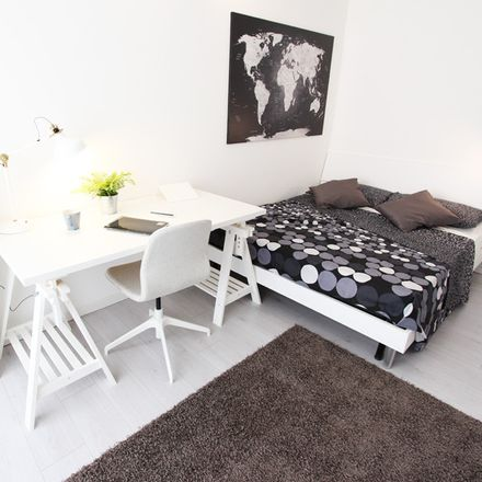 Rent this 5 bed room on Via Baldassarre Galuppi in 10, 30171 Venezia VE