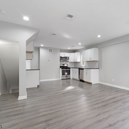Rent this 3 bed house on Roosevelt Ave in Manville, NJ