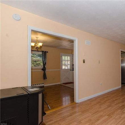 Rent this 3 bed house on 10 Alscot Dr in East Lyme, CT