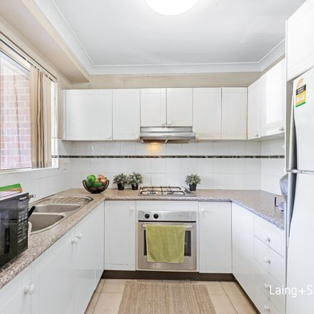 Rent this 2 bed apartment on 4/76-80 Meredith Street