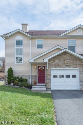 Rent this 3 bed condo on Brookview Ln in Englishtown, NJ