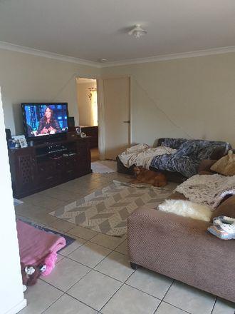 Rent this 1 bed room on Kraatz Avenue in Loganlea QLD 4128, Australia