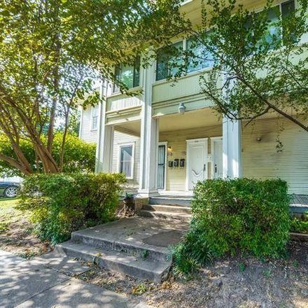 Rent this 2 bed house on 738 Woodlawn Avenue in Dallas, TX 75208