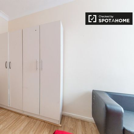 Rent this 4 bed apartment on 45-72 Burley House in Walter Terrace, London E1 0RF
