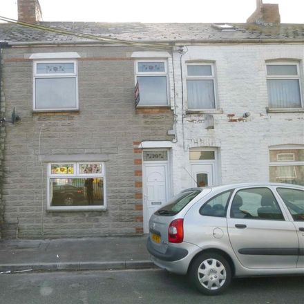 Rent this 3 bed house on Tadross Hotel in Bassett Street, Barry CF62