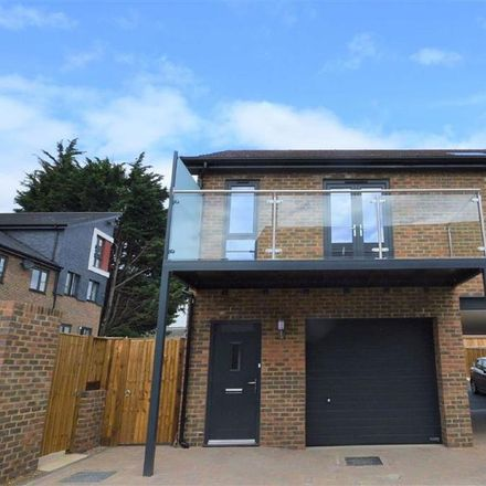 Rent this 2 bed apartment on Hythe Crescent in Ashford TN23 1DU, United Kingdom