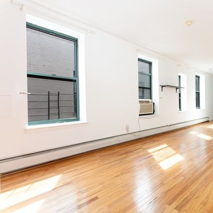 Rent this 3 bed condo on 231 West 148th Street in New York, NY 10039