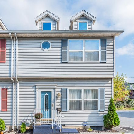 Rent this 3 bed townhouse on Linden St in Harrisburg, PA