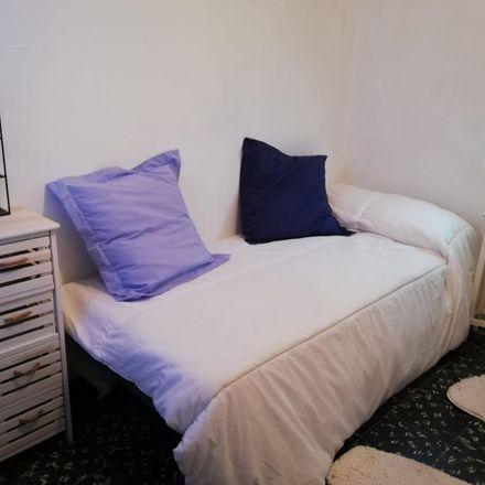 Rent this 4 bed room on Carrer de Vicent la Roda in 27, 46011 Valencia