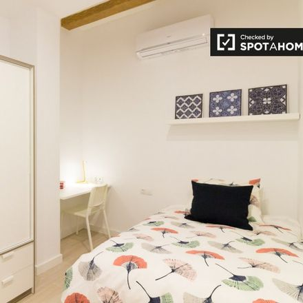 Rent this 4 bed apartment on Yellow Bakery in Carrer del Regomir, 4 Bis