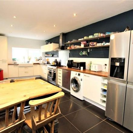 Rent this 3 bed house on Plumstead Common Road / Warwick Terrace in Plumstead Common Road, London SE18 2RT