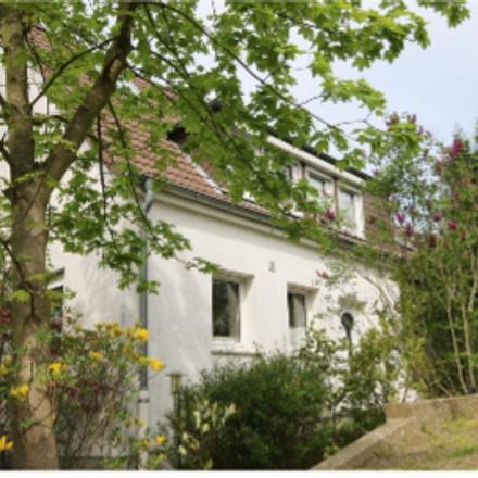 Rent this 5 bed house on Golfclub Essen-Heidhausen e.V. in Preutenborbeckstraße 36, 45239 Werden