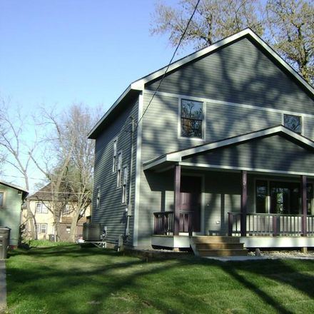 Rent this 5 bed house on 1131 28th Street in Des Moines, IA 50311