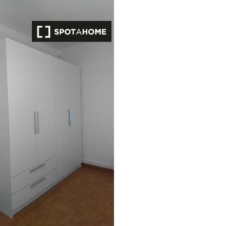 Rent this 3 bed room on Farmacia Jordana Gisbert in Ca n'Ustrell, Carretera de Prats de Lluçanès
