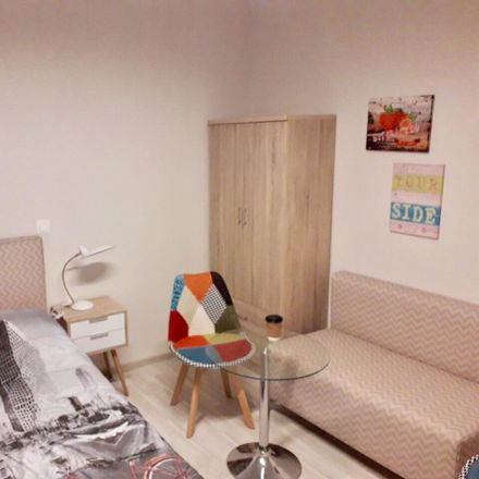 Rent this 3 bed room on Chalkidonos 41 in Athina 115 27, Grecia