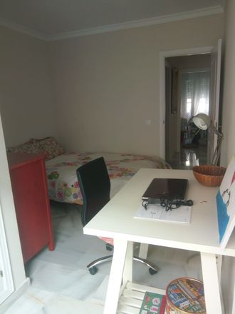 Rent this 2 bed room on Calle Zamarrilla in 29007 Málaga, Spain