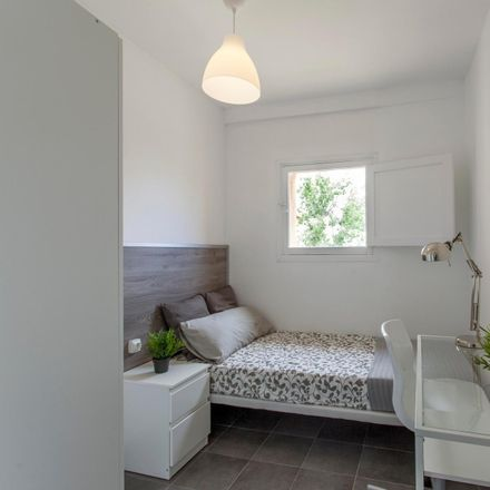 Rent this 4 bed room on Carrer del Pintor Dalmau in 1, 46022 Valencia